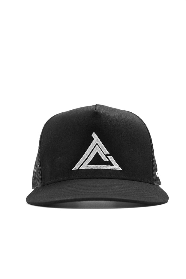 TC TRIANGLE BADGE SNAPBACK