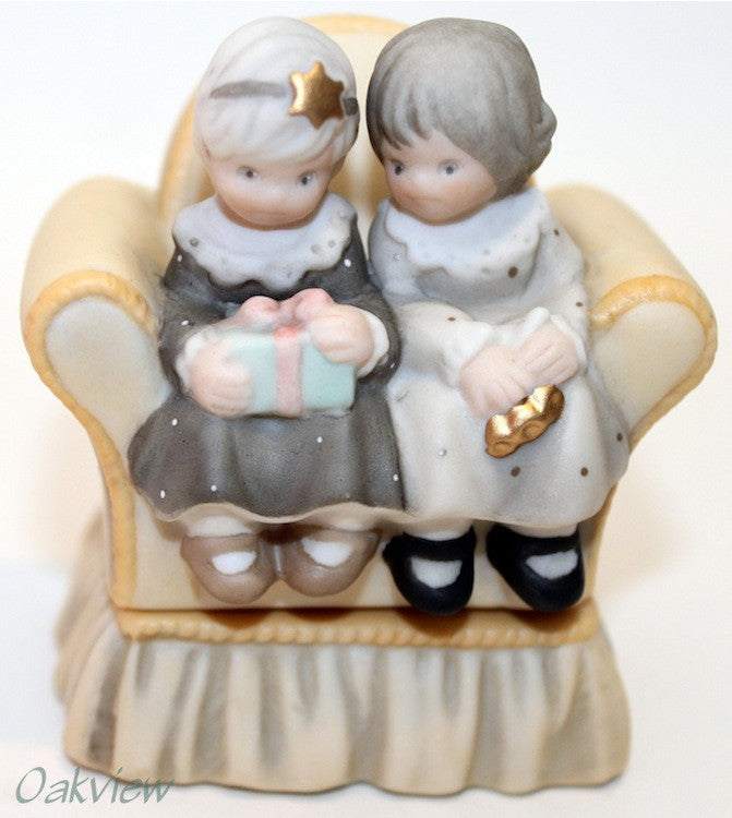 Pretty As A Picture Precious Are All Things That Come From Friends - Box-FIgurine-Oakview Collectibles