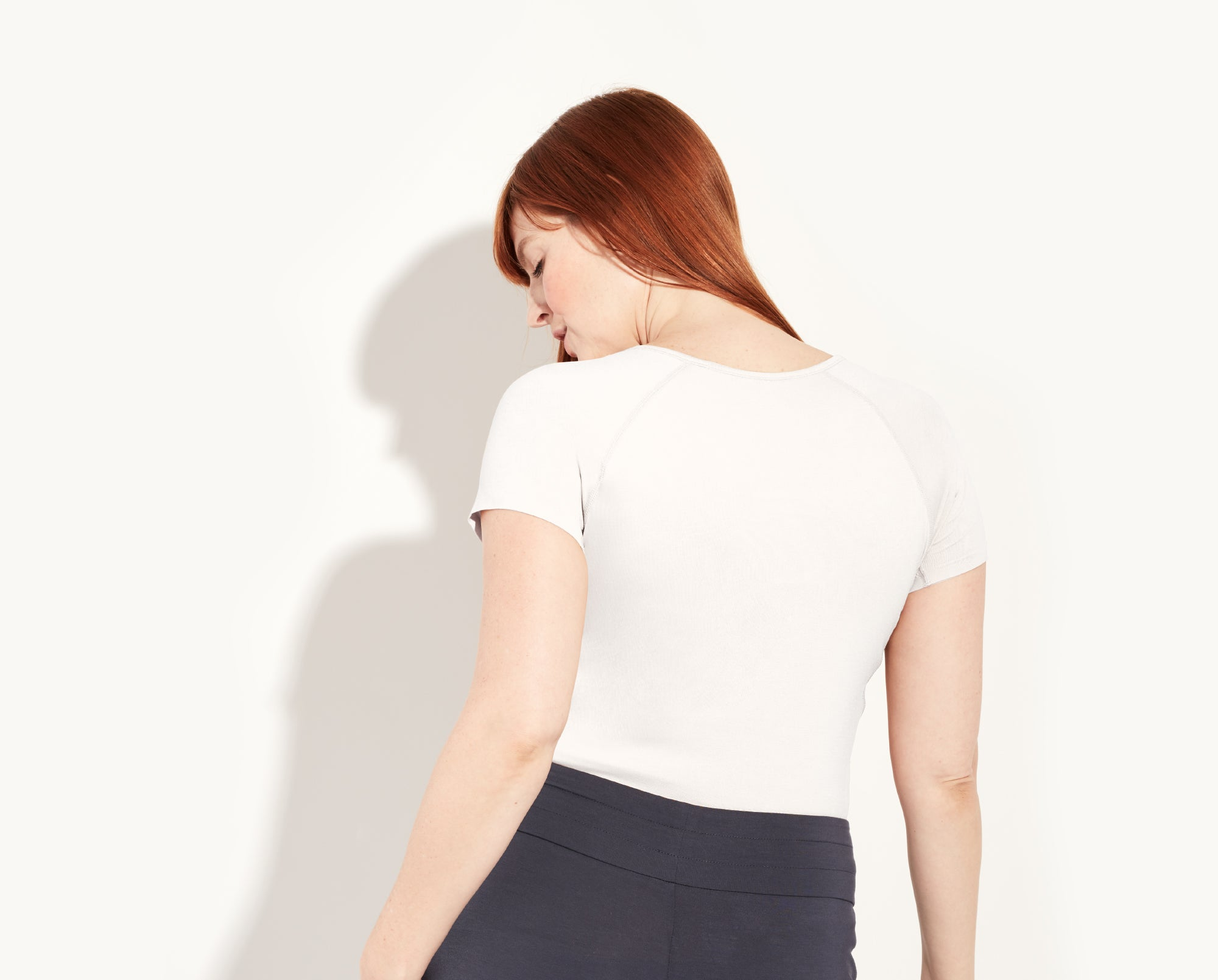 "Katy is a 36DD, she's wearing a size large t-shirt. Katy is 5'11"". Her bottoms are the Lounge Pant.  color:white"