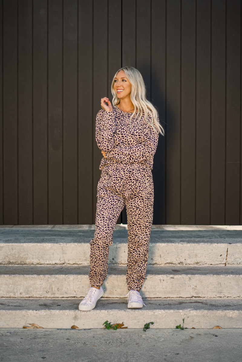 Blush Leopard Crew Sweatshirt - At Piece Kyle | Alene Too