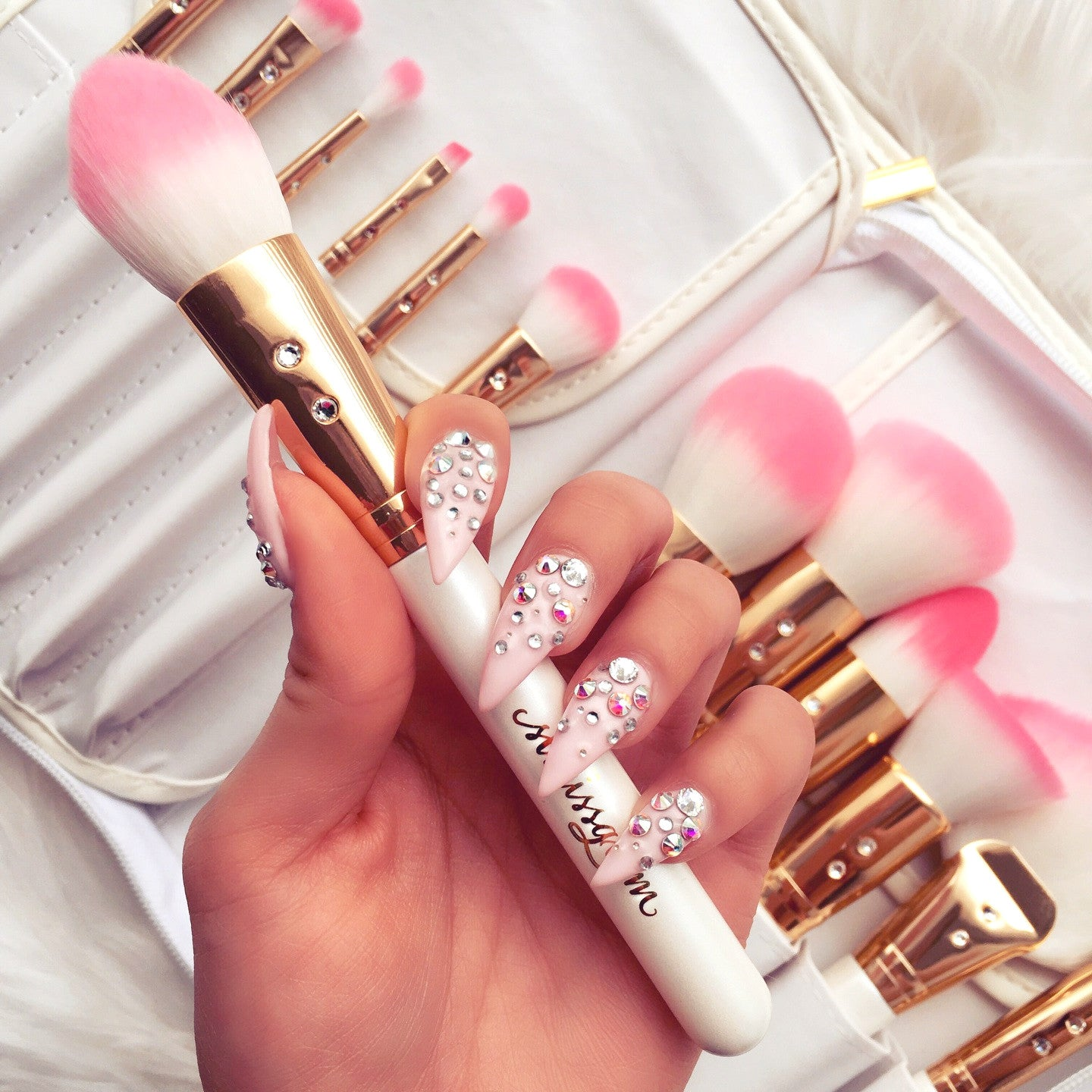 White Glam Brush Book💕