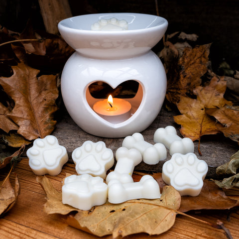 White Heart Essential Oil Burner and Melts - Sandalwood & Cracked Black Pepper - Country Chicks