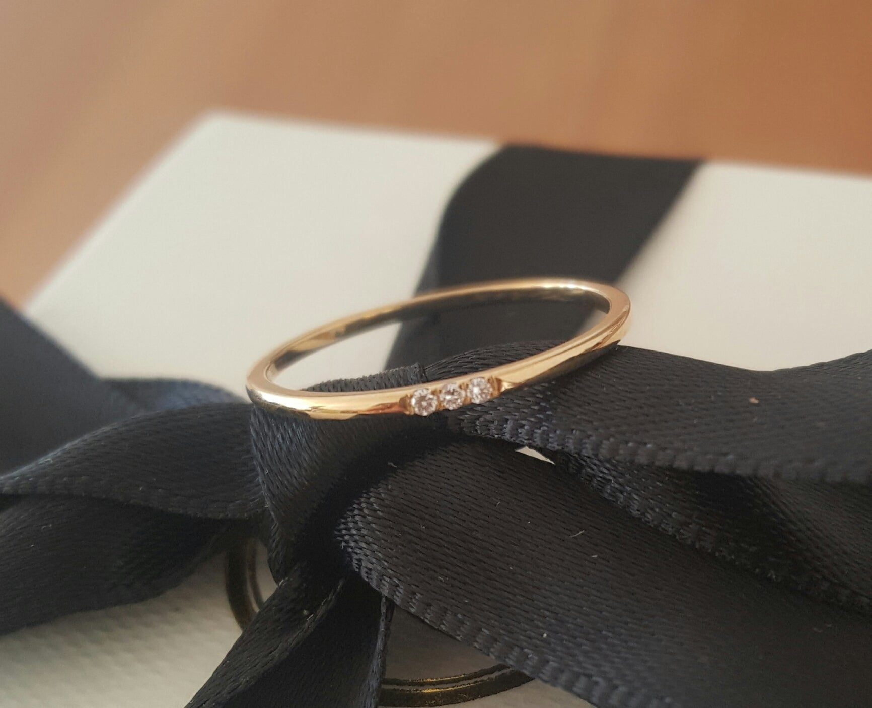 Solid 18ct Yellow Gold and 3 Diamond Minimalist Wedding Anniversary Engagement Dress Band Ring Size 5.5