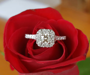 Vintage Hearts on Fire Diamond Engagement Ring Platinum. Save on Luxury. Catherine Trenton Jewellery.