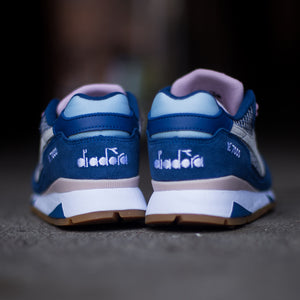 Diadora Women's - V7000 WN