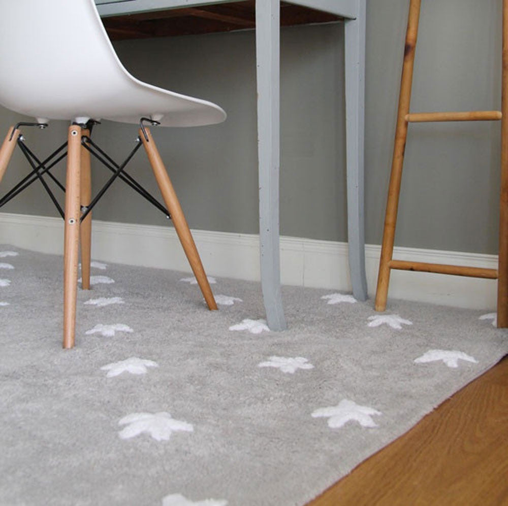 ... This Grey Stars Rug Looks Great In Every Room!