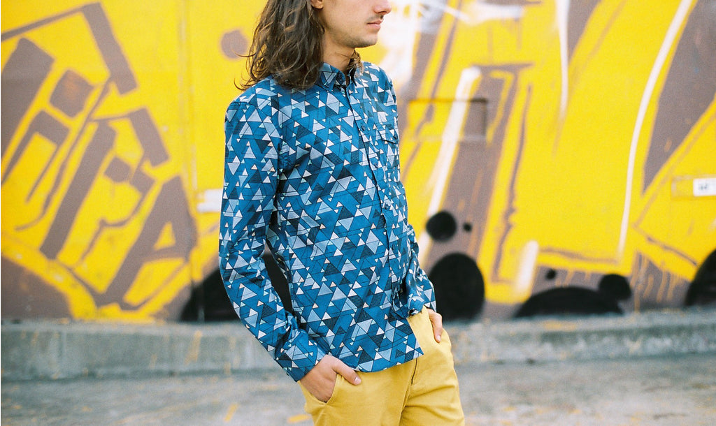 THE RELAXED OXFORD SHIRT IN BLUE GEO SHIRT