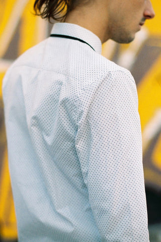 THE WHITE BIND SHIRT WITH DOT PRINT