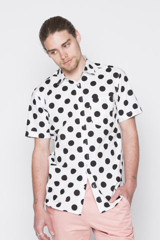 THE CALI SHORT SLEEVE SHIRT IN WHITE WITH BLACK POLKADOT
