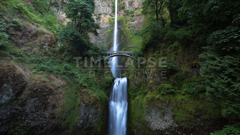 Time-lapse Oregon: Multnomah Falls Tilt Up