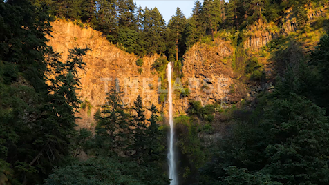 Time-lapse Oregon: Multnomah Falls Dusk