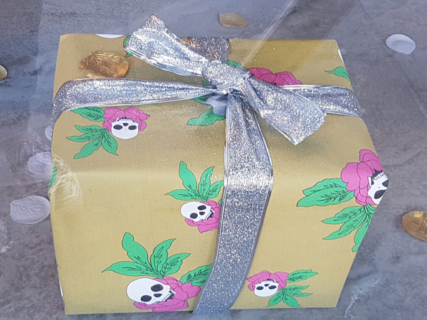 Skull rose wrapping paper