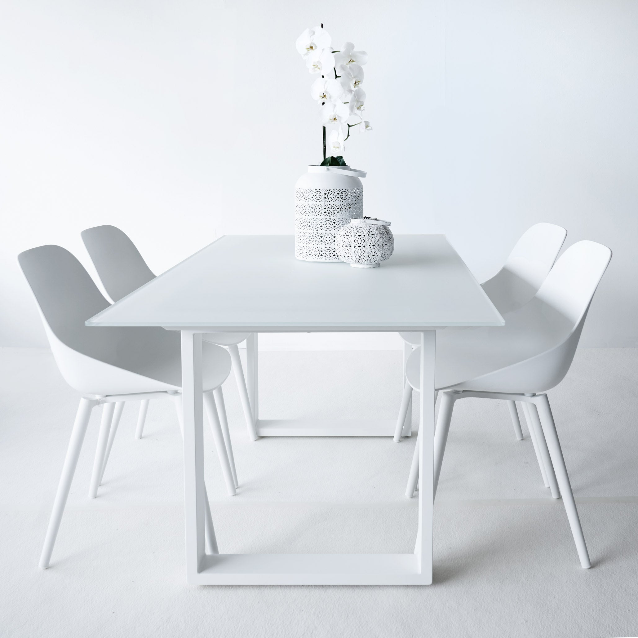 Outdoor Dining Table | Ely - White / White Top 8 Seater