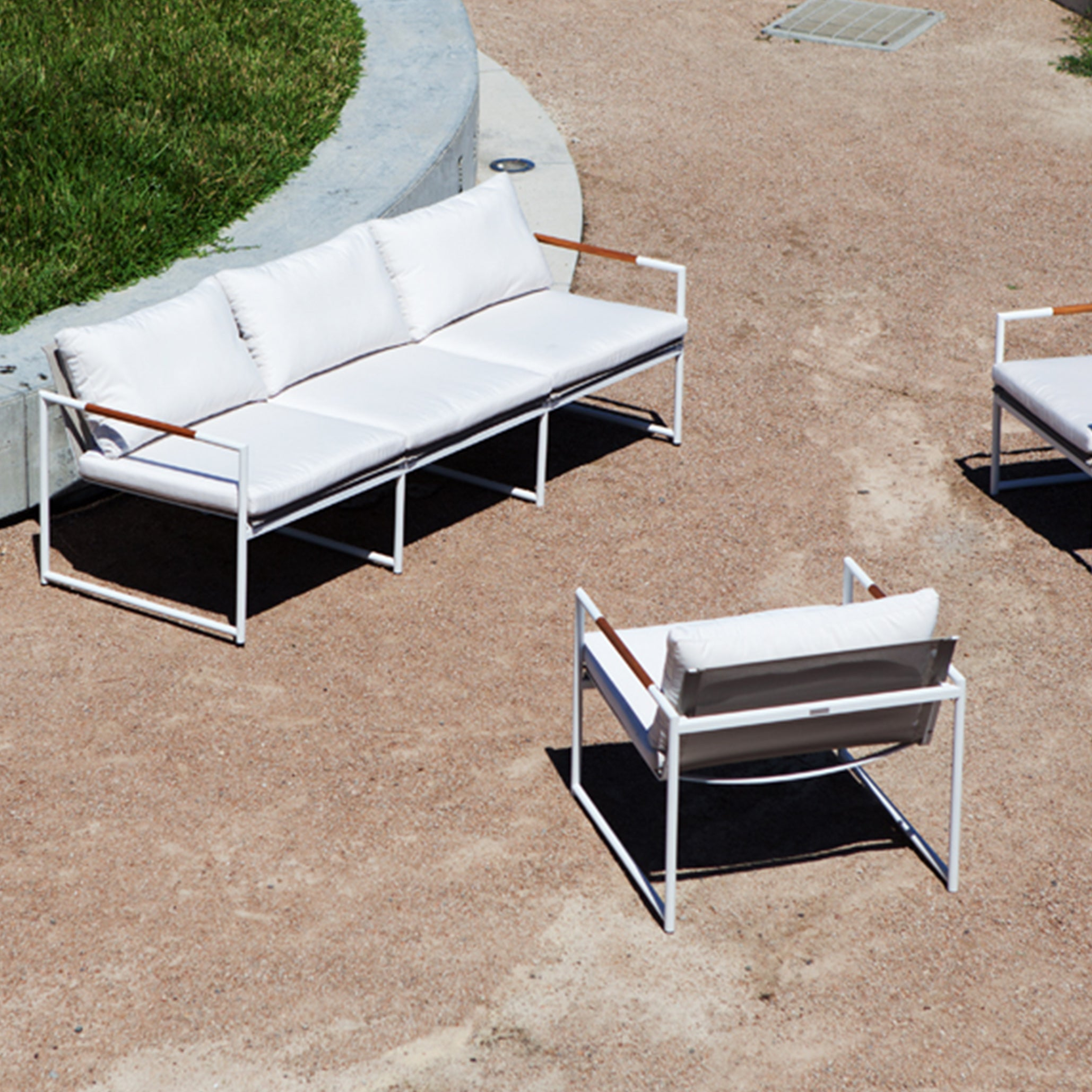 BREEZE LT WHITE 2-Seater Outdoor Sofa | Silver Cushions