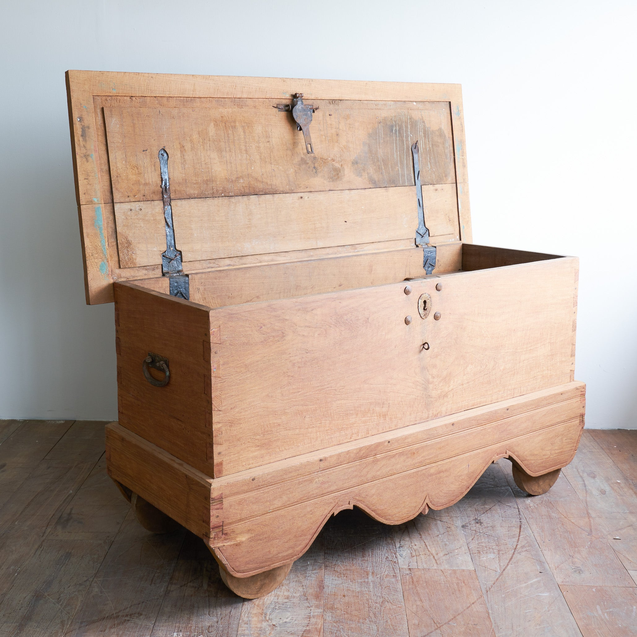 Grobog Chest_Natural