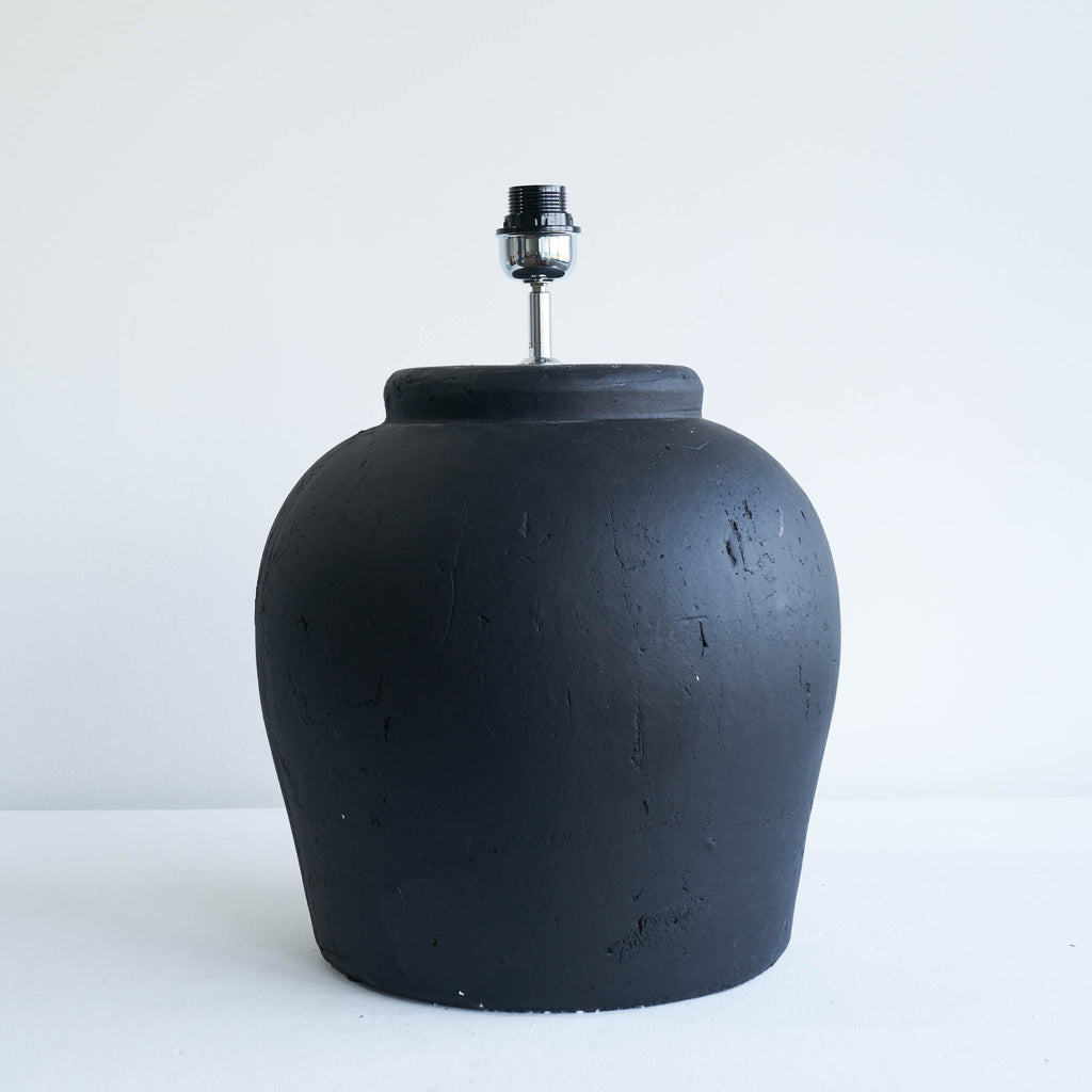 Etna Ceramic Matt Black Lamp