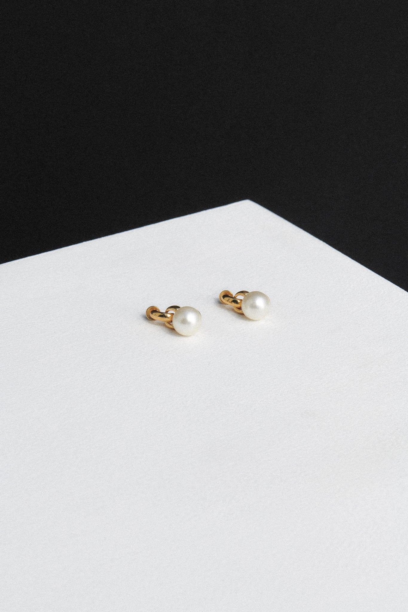 EVERYDAY PEARL EARRINGS