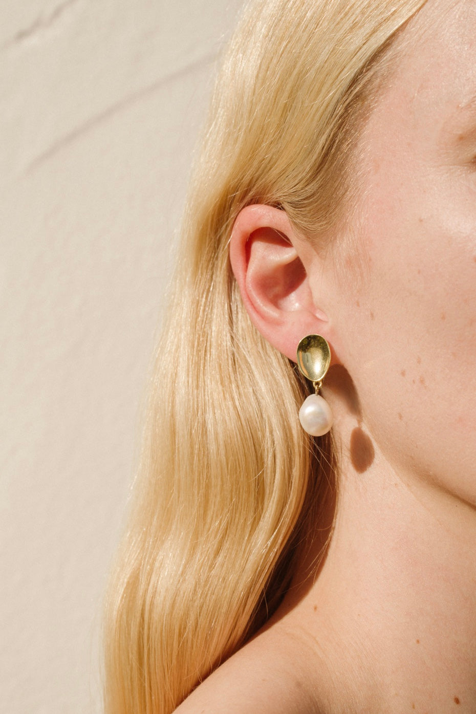 EVERYDAY PEARL DROP EARRINGS