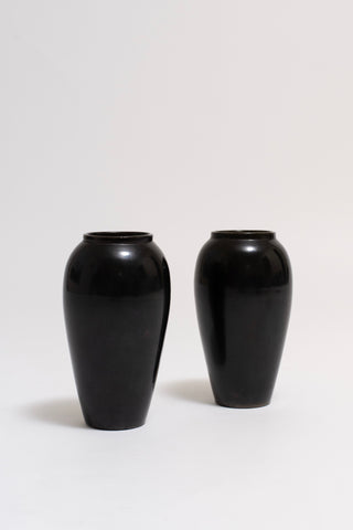 PAIR OF BLACK CERAMIC VASES. JEAN BAPTISTE GAZIELLO, C. 1930