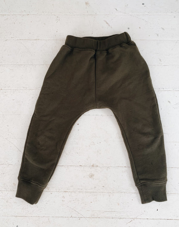 Noble Organic Sweatpants in Olive