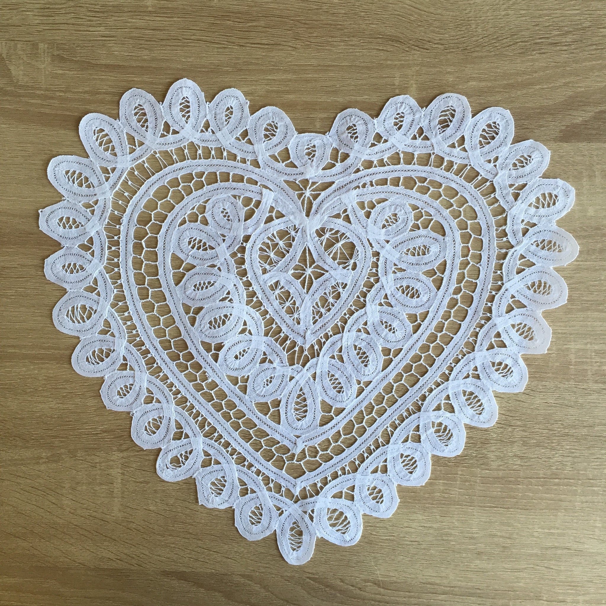 10-Inch White Regent Valentine Heart Shaped Lace Doilies 16 Count