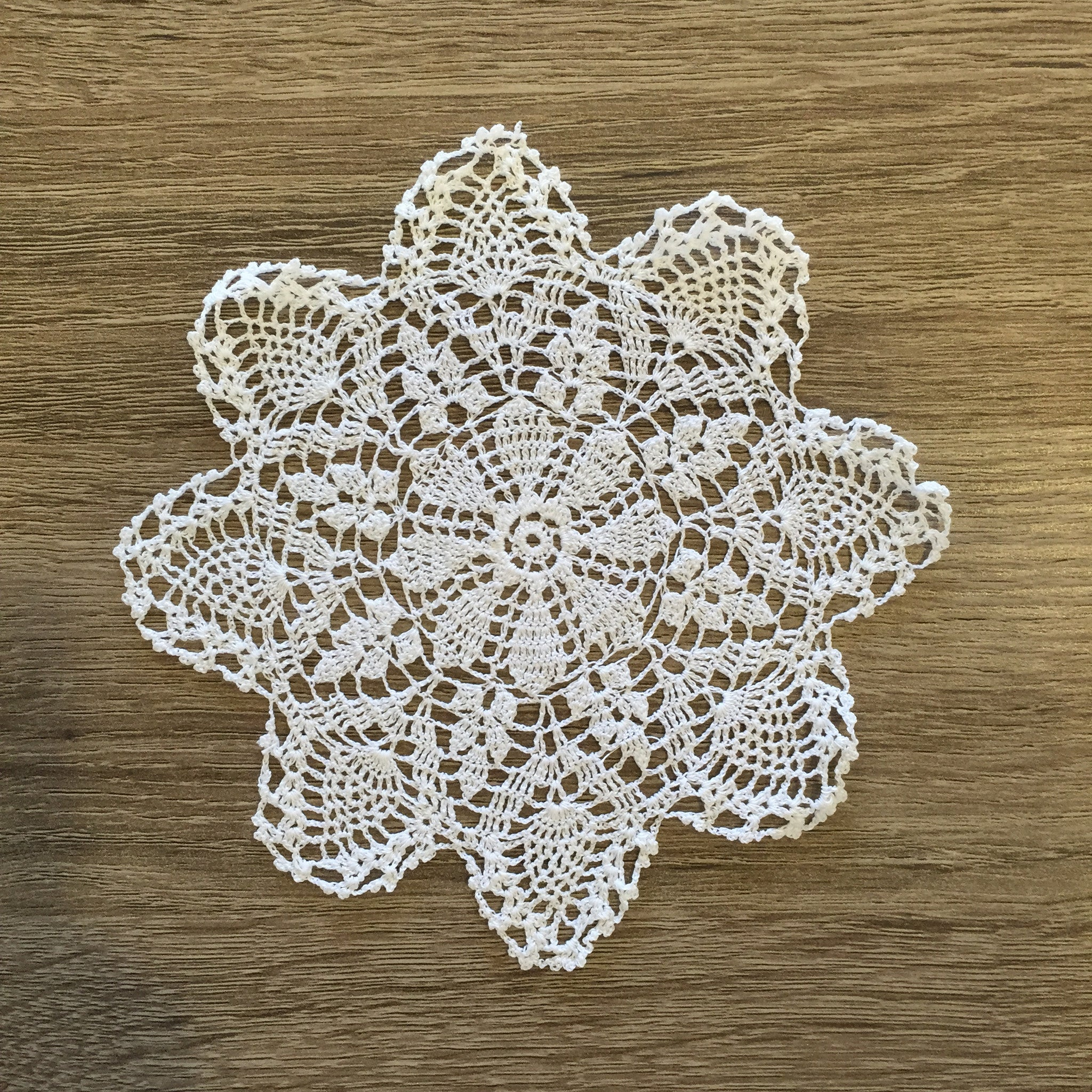 Strawberry Doilies Round White 5.5