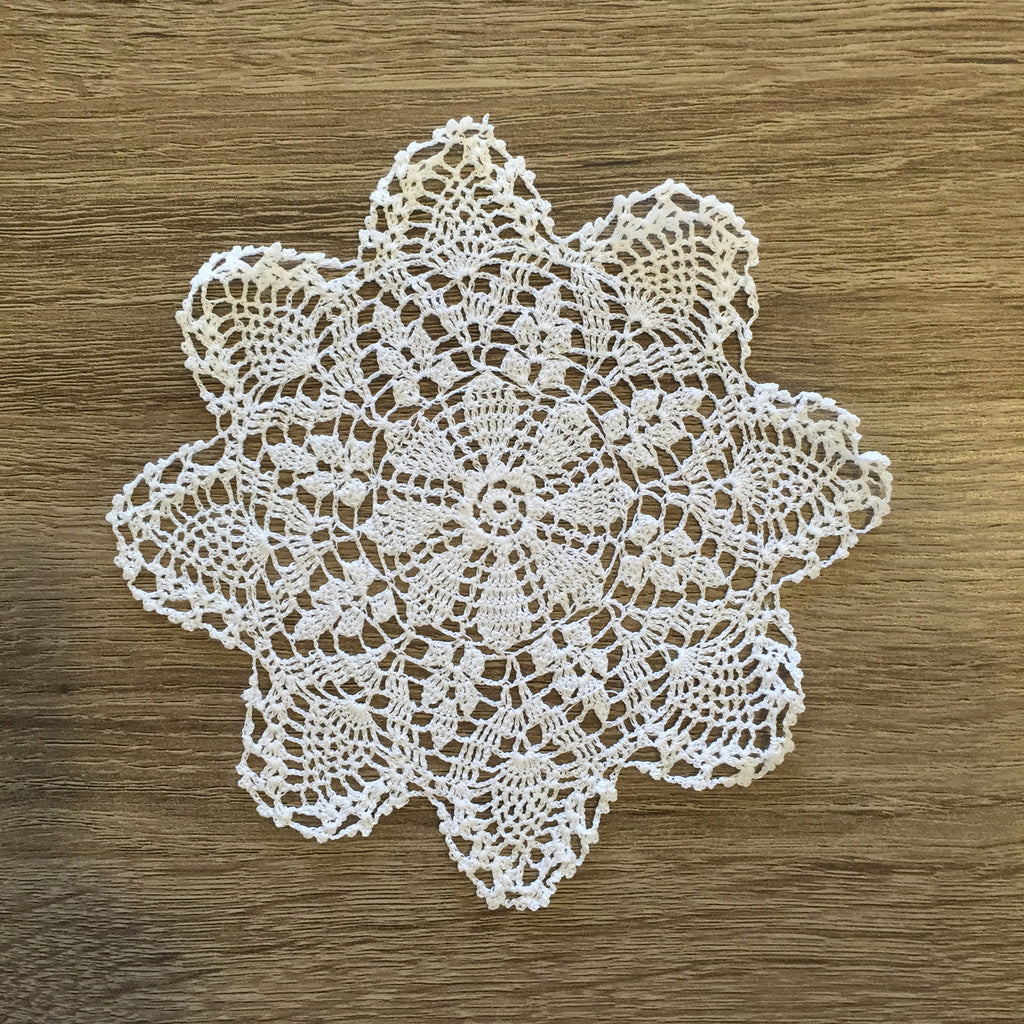 "Strawberry Doilies Round White 5.5""- 6"" Inch Set of 12"