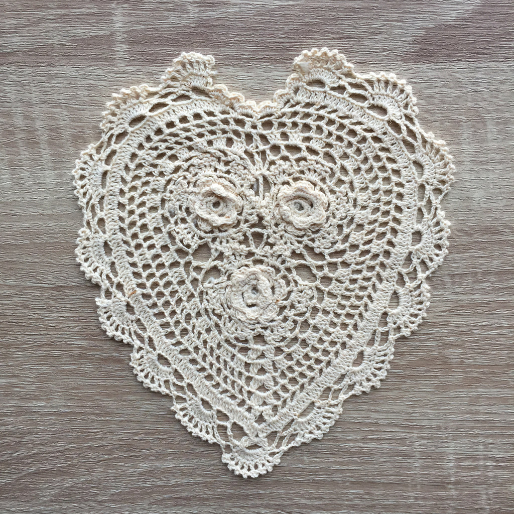 "Rosette Heart Shaped Doilies Ecru 8"" Inch"