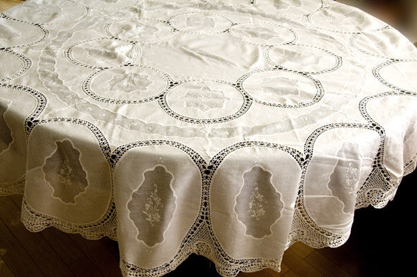 """The Chain of Love"" Organdy Insert Tablecloth Set"