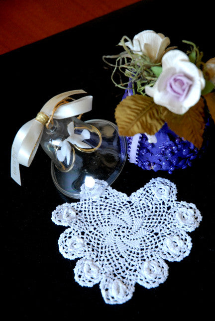 "Plum Rose Heart Shaped Doilies White 4"" Inch"