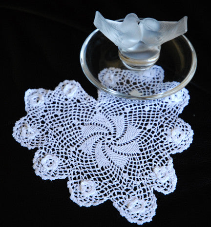 "Plum Rose Heart Shaped Doilies White 8"" Inch"