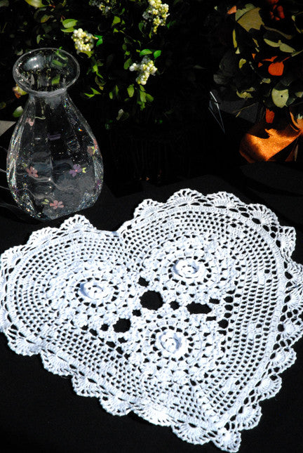 "Rosette Heart Shaped Doilies White 12"" Inch"