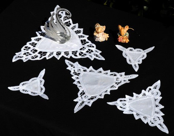 "Battenburg Triangle Trim Doilies White 10"" Inch"