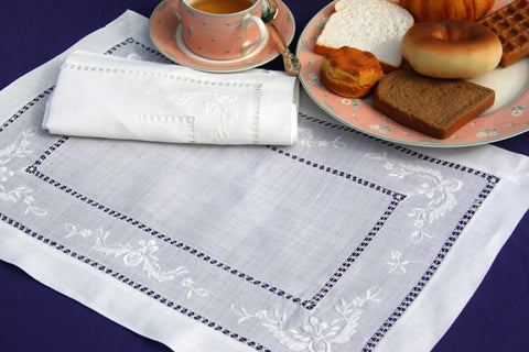 Lily of the Niles Placemat Set