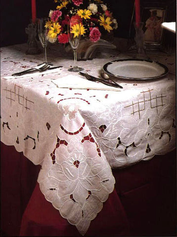 Bella Cutwork Tablecloth Set 68 Inch Round