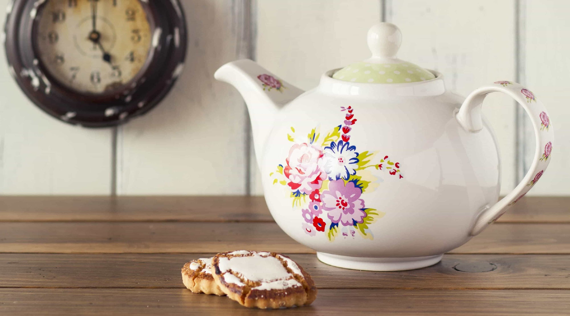 Chateau Rouge Fine Foods UK Organic earl grey loose tea in a english teapot with biscuits