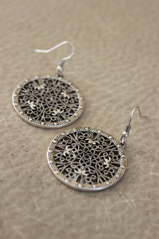 Cutout Mosaic Leaf Earring (Gold)
