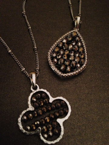 Seed Bead Clover Pendant Necklace (Silver)
