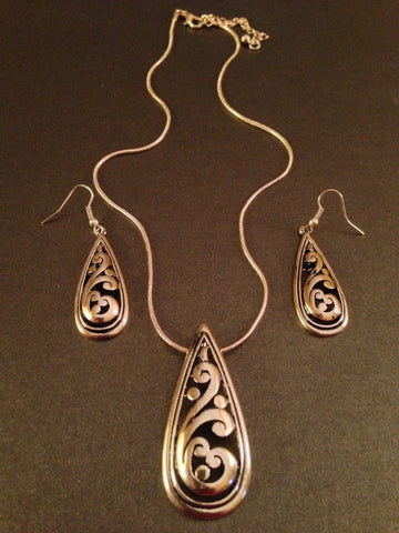 Metal Teardrop Design Charm Necklace Set