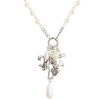 N527Q - Pretty Pearl Costume Jewelry Necklace with pretty dangles