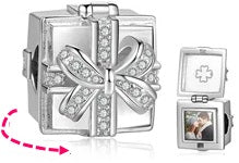 CAS101932 - 925 Sterling Silver Personalized Photo Gift Box Charm