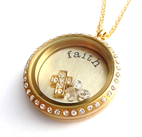 UN19 - High quality stainless locket, clear on both sides, photo can be added to the back