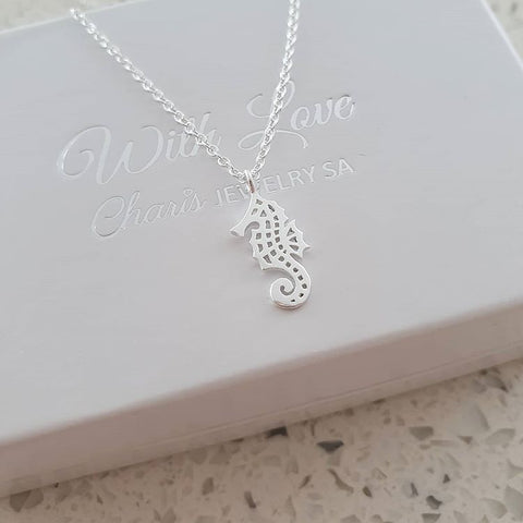 A97-C32220 - 925 Sterling Silver Sea Horse Necklace