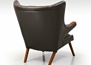 Wegner Lyx Chair with Feet Rest
