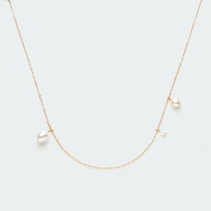 Asymmetric Pearl necklace gold