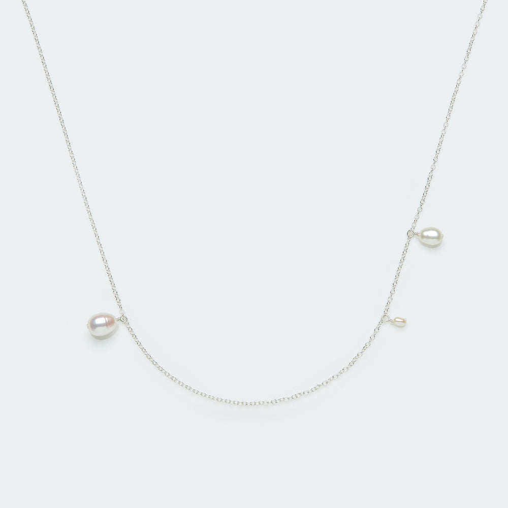 Asymmetric Pearl necklace silver