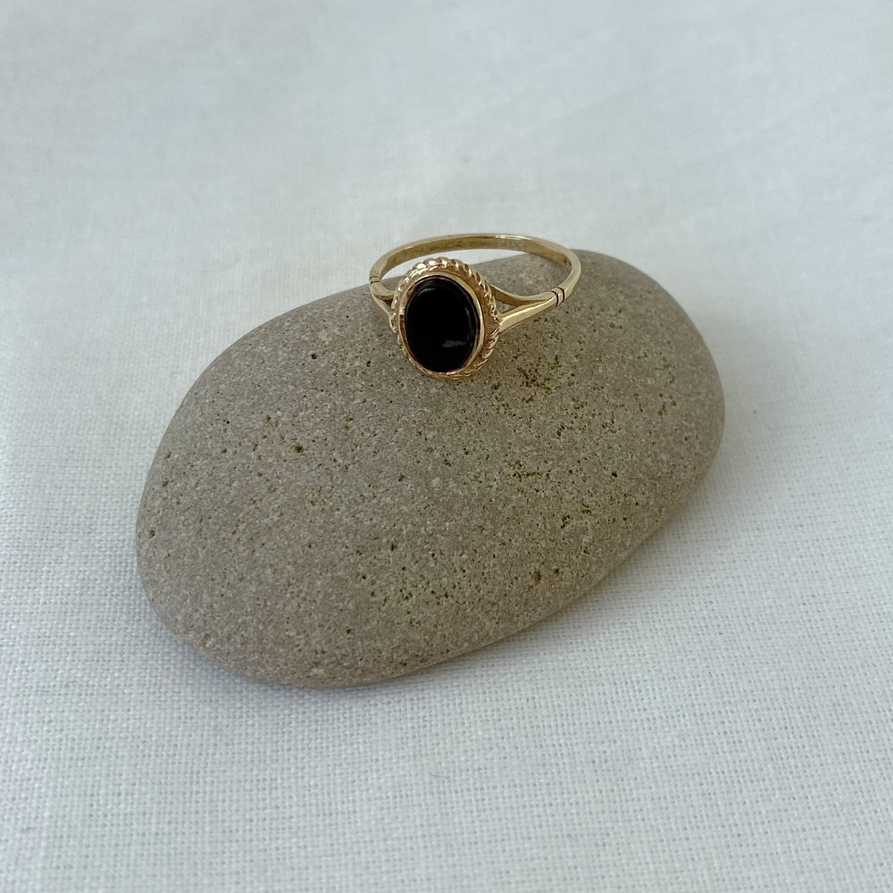 Onyx solid gold ring