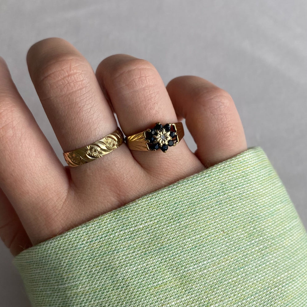 Pattern band solid gold ring