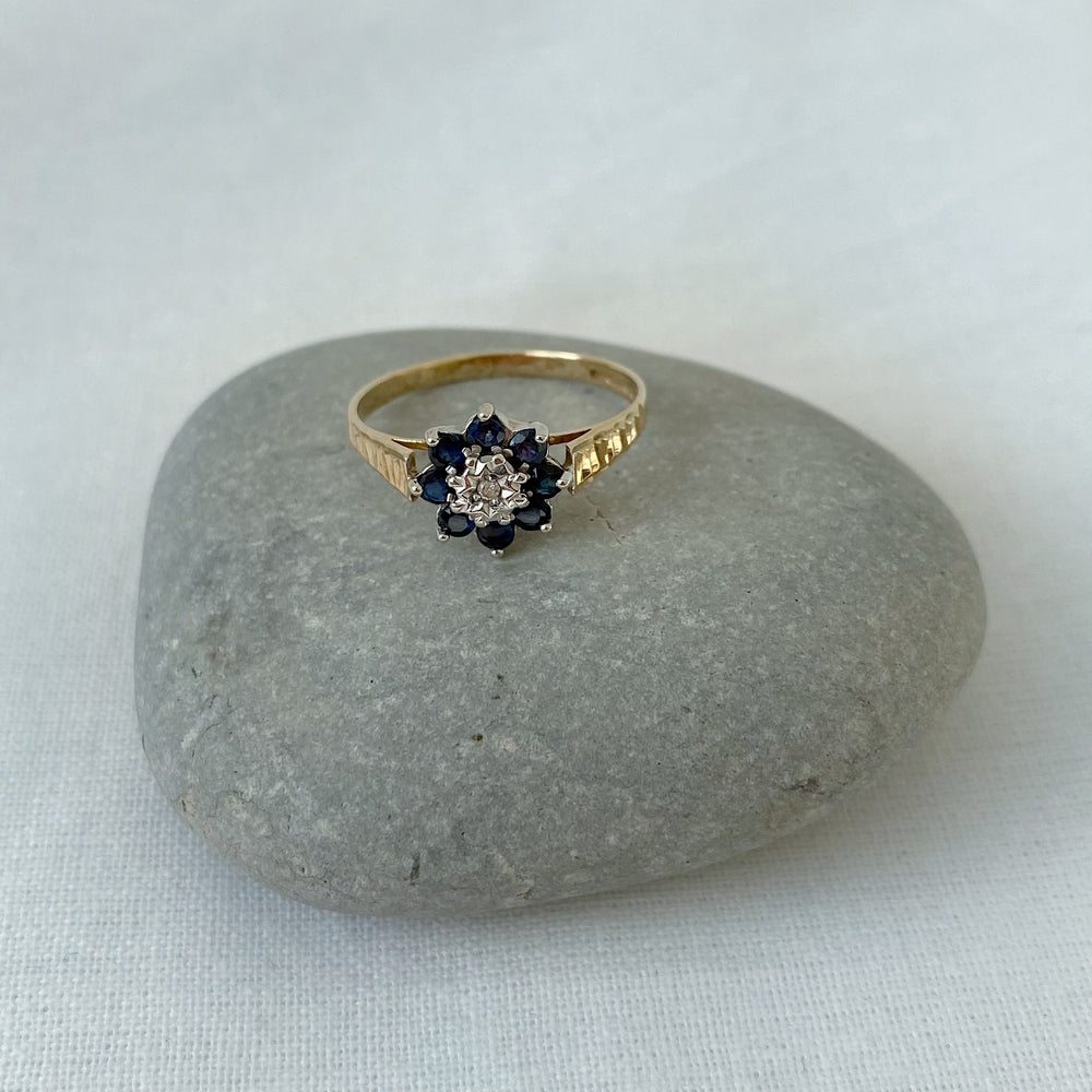 Load image into Gallery viewer, Sapphire and diamond flower cluster solid gold ring
