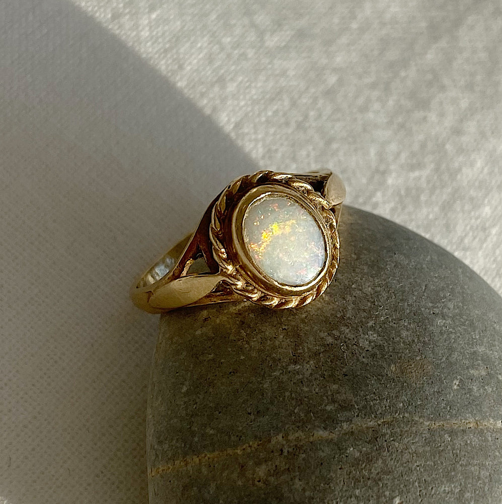 Colourful oval opal solid gold ring